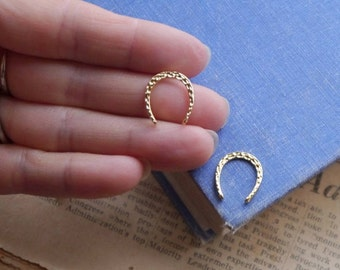 2 pcs Gold Horseshoe Textured Detailed Horse Cowboy Charms 17mm (GC3260)