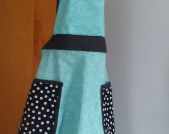 Ladies size medium apron with pockets