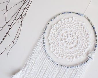 White dreamcatcher, wall hanging, crochet doily, large, handmade, butterfly, boho dream catcher, bedroom decor, wall decor, white butterfly