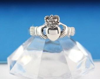 Sterling silver Claddagh Ring, Stunning Claddagh ring, Sterling Irish ring, Love, friendship, loyalty symbol . lisRf 454