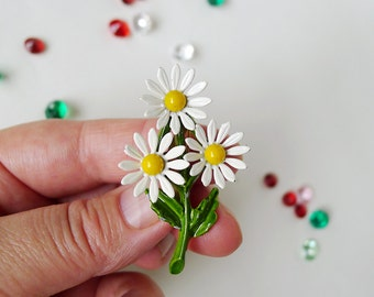 Daisy Brooch, Daisies Flower Bouquet Brooch, White Yellow Floral Vintage Jewelry, Enamel Brooch Bunch of Daisies Pin, Daisy Costume Jewelry