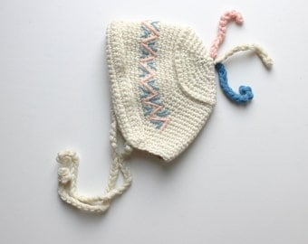 French Vintage 50's / babys / wool hat / pure off white wool + blue and pink embroideries / hand crocheted / new old stock