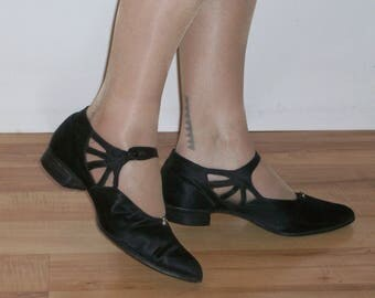 Darling 1920s silk evening shoes w/art deco cutouts, mary jane straps  US 7 / UK 5