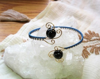 Banded Agate Gemstone Blue & Gold Wire Wrap Bracelet || Crystal Healing Jewelry