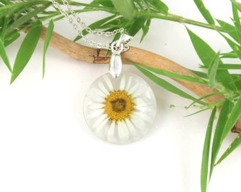 Real Daisy Pendant, Flower resin Jewelry, Pressed Flowers, Botanical Jewelry, Nature lover jewelry, Birth Month flower April, resin jewelry