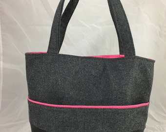 Tote / Purse with magnetic snap closure