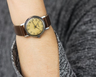 Vintage ladies watch Yunost (Youth) – classic wrist watch woman – brown leather watch – soviet mechanical watch – gift for her 60s