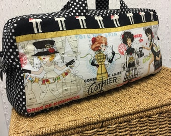 Creating beauty knitting bag with black and white spotted contrast and lining.