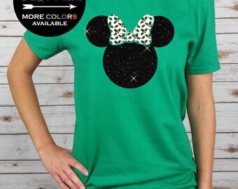 DISNEY Christmas Minnie with Holly Leaves Bow // GLITTER // Disney Vacation - Disney Christmas Shirt (Black Glitter/Holly Leaves Bow)