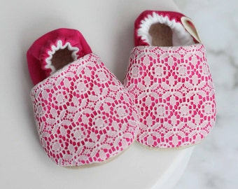 Pink and Lace Baby Shoes, Lace Baby Shoes, Pink Booties, Baby Girl Shoes, Baby Shoes, Baby Booties, Pink Baby Shoes, soft sole Shoes