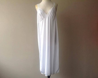 46 / Plus Size Full Slip / Dress / White Nylon with Lace / Vintage Lingerie by Shadowline / FREE USA Shipping
