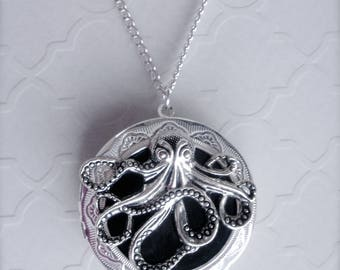 Octopus Locket Necklace, Octopus Round Locket, Steampunk Octopus Necklace, Ocean Jewelry, Locket Necklace, Octopus Pendant Necklace