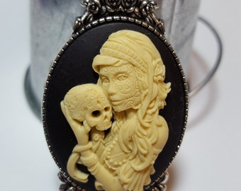 Gothic Zombie Lady With Human Skull Cameo