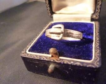 A vintage sterling silver buckle ring - 925 - UK Q - US 8.25 - Marked 'sterling 925'