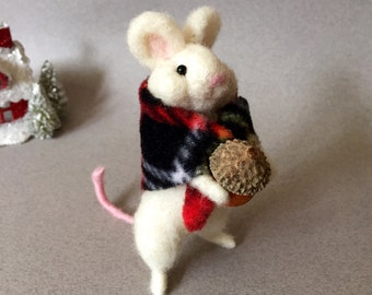 Needle felted mouse, felted mouse, felted woodland ornament, felt mouse, wool mouse, needle felted animal, felted animal, Christmas mouse