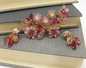 Vintage Weiss Signed Pink Rhinestone Brooch & Clip On Earrings Set