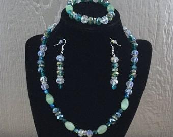 70: Necklace, Bracelet, Earrings Set