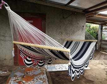 Wave hammock, white and black