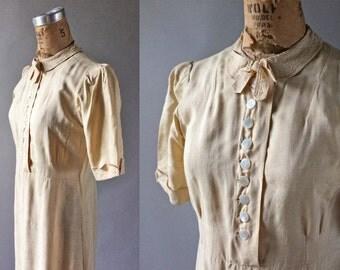 European 1940s Silk Shirtwaist Dress Pearl Button Blouse Peter Pan Collar & Bow