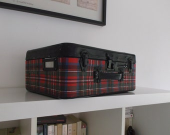 suitcase vintage metal, Scottish grounds, old suitcase of the army