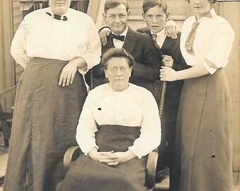 Classic Circa 1910 Family Group Photo, Vintage Real Life Real Photo Semi-Unused Postcard
