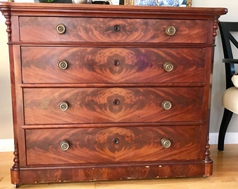 Handsome Antique Walnut Chest of Drawers (4 drawers) with Burled Inlay