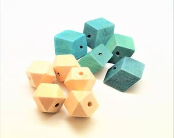 Set of 10 Wooden beads, painted green polygons diamonds 31 * 35 mm and natural polygons 20 mm
