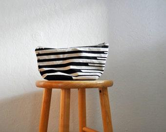 zipper bag // swell // medium // handprinted // black and white