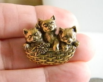 Antiqued Gold Tone Cats Kittens In A Basket Tack Tac Pin Brooch