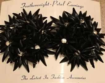 Vintage Deadstock 1950s / 1960s Large Black Featherweight Flower Cluster With Rhinestones Clip On Earrings