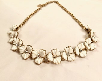 Vintage Thermoset Necklace. cream colored flowers with clear rhinestone centers.  Measures 15 inches, gold tone chain, hook and tail closure
