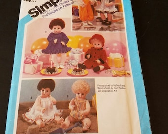 """Vintage  1984 simplicity  6481 small 13""""-14"""" doll clothes pattern uncut"""