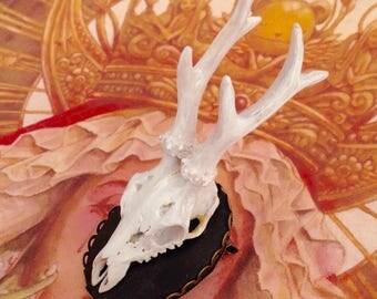 Deer skull pin