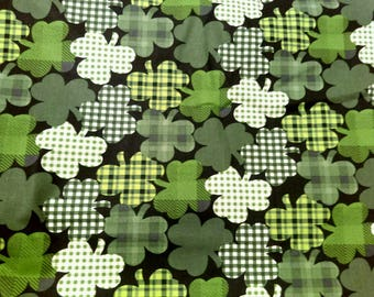 St. Patricks day scrub top will be made with choice of 4 different neck design made to order 100% Cotton clover design