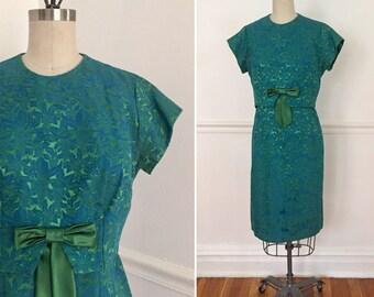 1960s vintage jaquard dress. Vintage holiday dress size 6. Tapestry dress. Mad men dress. 1960's dress.