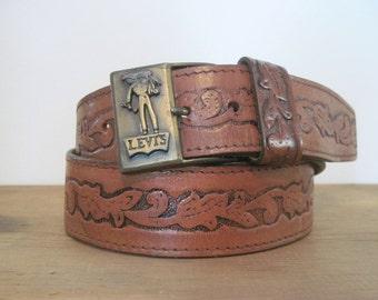 vintage LEVIS brown saddle leather Belt + buckle, size 34 - tooled , tawny brown leather, hipster, urban cowboy, mens
