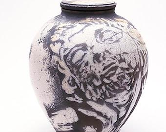 The Sailor Raku urn with a lid