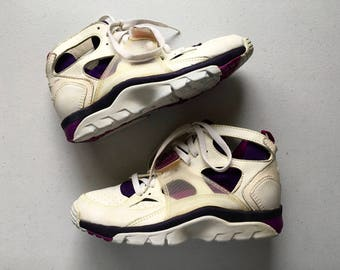 Nike Air Hurache Vintage Mid Trainer Size 8 1990's Womens Shoes