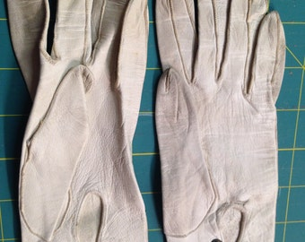 Opera Length Kid Gloves, 3 Bakelite Snaps.  Pre-WWII era.  Size 3