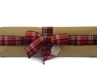 Gift Wrapping / Christmas Gift Wrapping / Holiday Gift Wrap