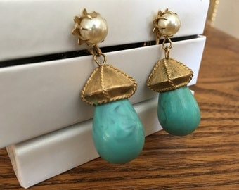 Coro Plastic Turquoise, Faux Pearl and Gold Drop Earrings 0995