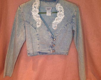 80s acid wash crop top with lace collar