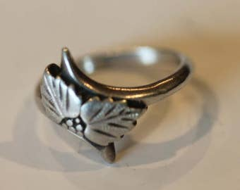 Vintage sterling silver etched leaf berry ring size 4.75