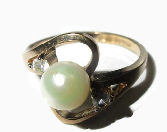 Pearl Ring, Vintage Rhinestone Fashion ring, Promise , Signed, Feminine and pretty , Size 7