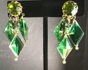 Vintage VENDOME Green Kite Glass, Vintage Rhinestone Chandelier Earrings, Vintage Chandelier Earrings, Vintage Green Earrings