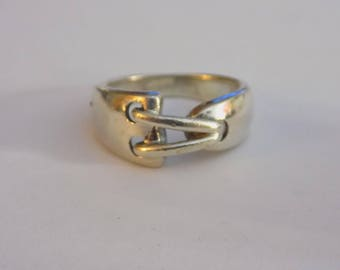 Stunning sterling silver ring size 6.75