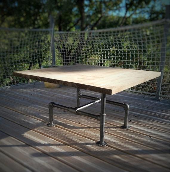 Table basse en bois massif et pieds en fonte noire
