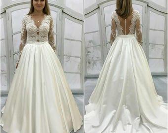 boho vintage inspired wedding dress with chantelle lace