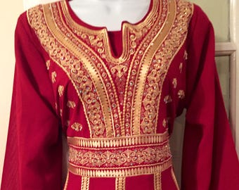 Beautiful burgundy dress / thobe / kaftan / abayah with gold embroidery