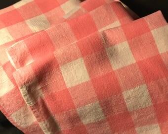 fantastic set~ 8 plaid Pink and White napkins~